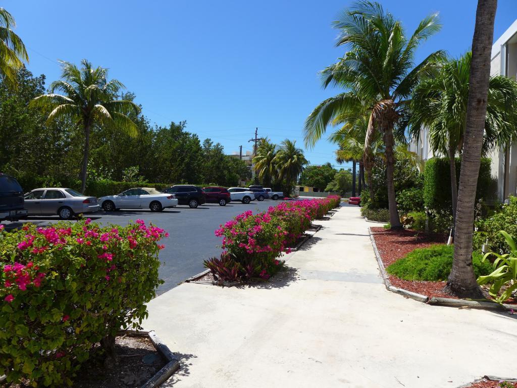 Florida Keys Vacation Rentals Beachfront Complex Ma113